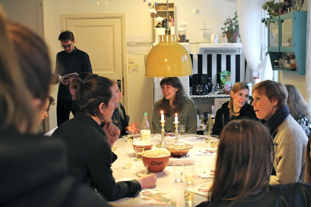 Clara Dackenberg, Hanna Karlzon, Anneli Furumark mfl på mingel på Kreativ Kollektiv. Foto: Jenny Gustafsson